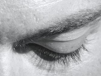 眼部保養品的使用方法